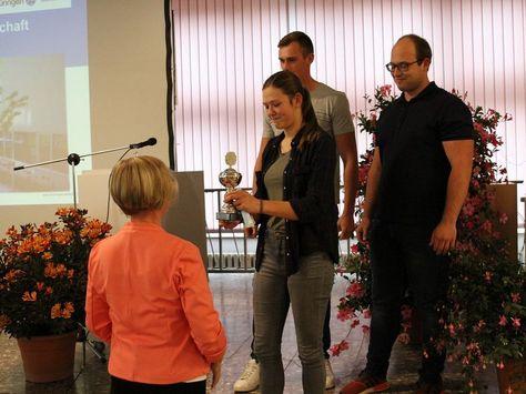 Preisübercabe des Wizencups an ein Team der Fachschule Stadtroda