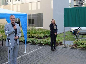 Susanna Karawanskij, und der Präsident des Thüringer Landesamtes für Landwirtschaft und Ländlichen Raum, Peter Ritschel, bei der Namensgebung der Fachschule für Agrarwirtschaft in Stadtroda