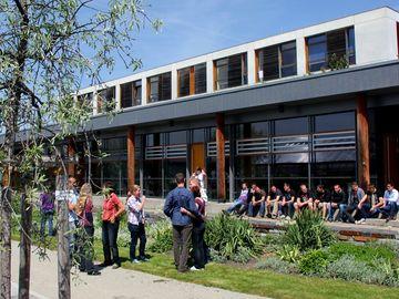 Fachschulgebäude und Fachschüler des LVG in Erfurt
