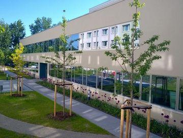 Blick auf das Gebäude der Fachschule Stadtroda